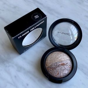 MAC Family Silver Mineralize Eyeshadow Duo